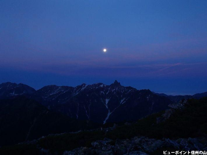 槍に沈む月