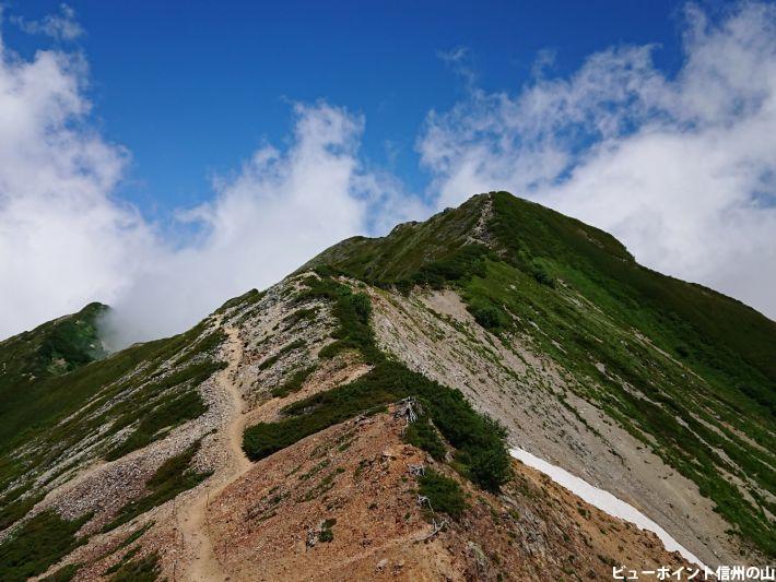 爺ヶ岳へ続く稜線