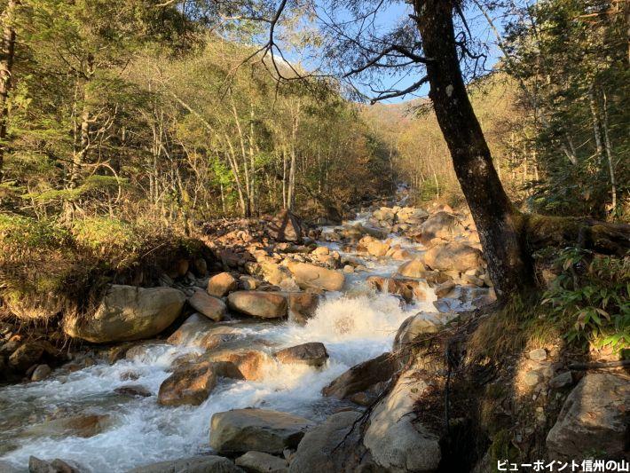 朝焼けの川